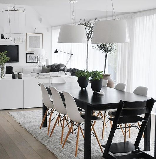 sillas-negras-comedor-ideas-para-montar-las-sillas-on-line