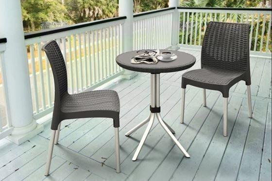 mesas-y-sillas-para-jardin-trucos-para-comprar-la-mesa-online