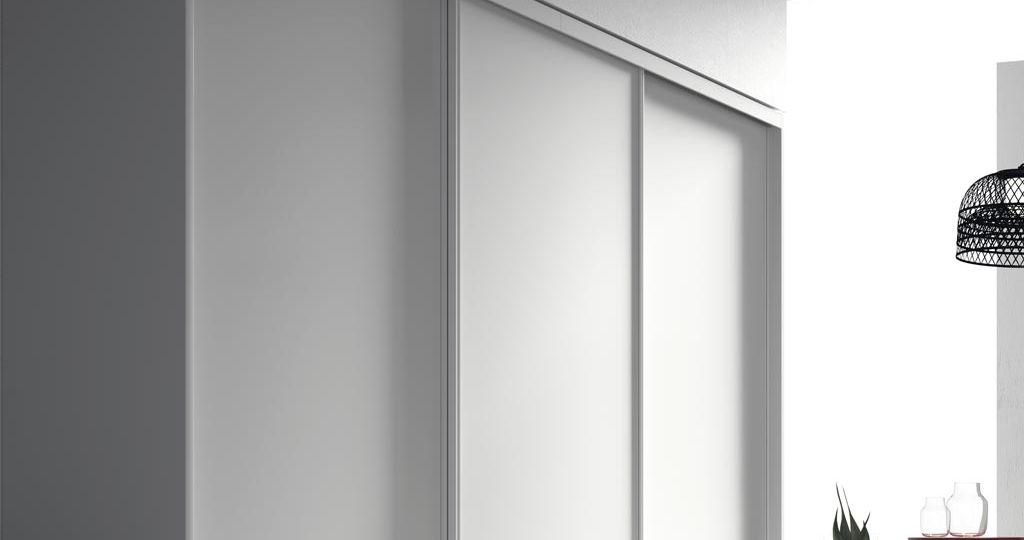 armario-blanco-puertas-correderas-ideas-para-instalar-el-armario