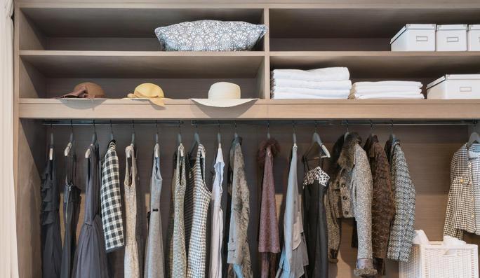 armario-con-poco-fondo-consejos-para-instalar-tu-armario-on-line
