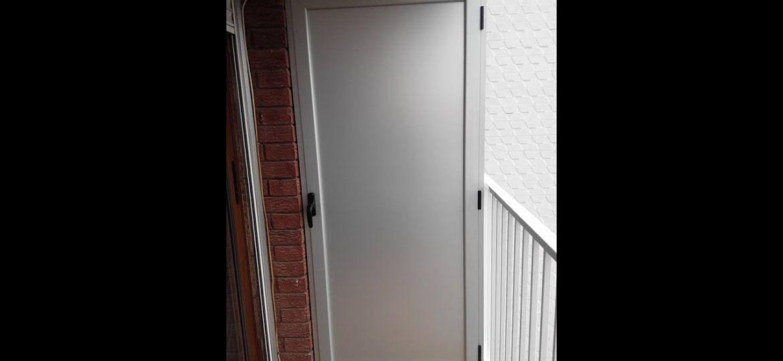 armario-para-terraza-exterior-trucos-para-montar-tu-armario-on-line
