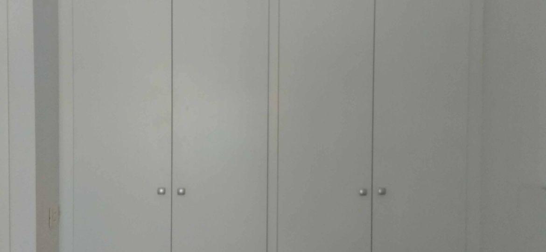 armarios-con-puertas-abatibles-consejos-para-montar-el-armario